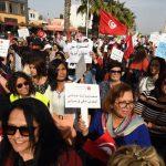 Des Tunisiennes manifestent contre le harcèlement sexuel devant le Parlement