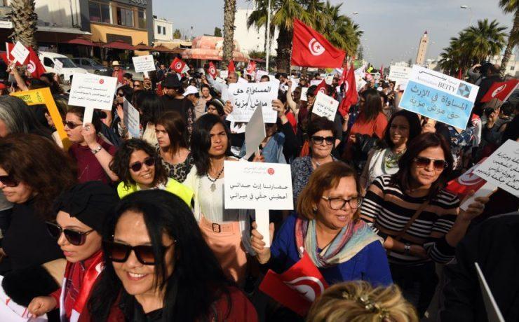 Des Tunisiennes manifestent contre le harcèlement sexuel devant le Parlement 740x460 740x460 Harcèlement Sexuel